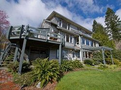 Quadra Island Harbour House B&B
