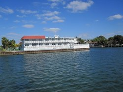 White House Inn on The Bay