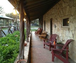 The Historic Leakey Inn