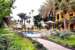 El Encanto Inn