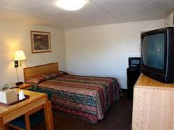 Pearsall Inn & Suites