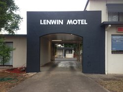 Lenwin On The Lake Motor Inn