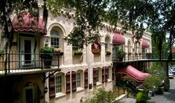 Olde Harbour Inn - River Street Suites