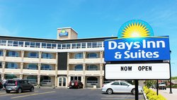 Days Inn & Suites North Bay
