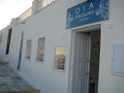 Oia Treasures Art Gallery