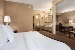DoubleTree Suites by Hilton Dayton South