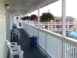 Mainsail Motel & Cottages