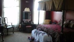 Summers Riverview Mansion Bed & Breakfast