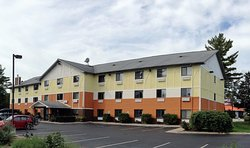 Days Inn & Suites Traverse City