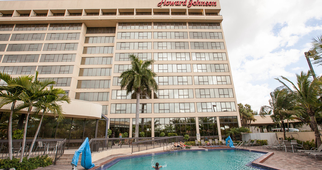 Howard Johnson Plaza Hotel Miami-Airport
