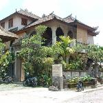 Honeymoon Guesthouse Ubud- front