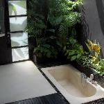  Outdoor bathroom with sunken bathtub