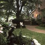 Persephone's Farm Retreat Bed and Breakfast resmi