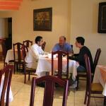  comiendo en el restaurante hotel principado tijuana