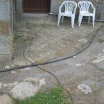 Electric cables and water hoses just lie on the ground