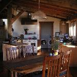 Photo de Artists' Loft Bed and Breakfast - Big Cat Cabin, Strawberry Hill Cabin