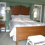  Garden Gate Room bed
