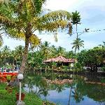 Coir Village Lake Resort resmi