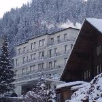 Parkhotel Bellevue from the gondola station to Tschenten Alp