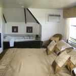 All Suites Whitney Manor의 사진