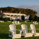 Front lawn - Mission Point Resort