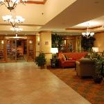  Lobby w/breakfast room in back