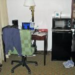  Desk &amp; office chair, microwave, fridge