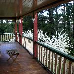 Photo de Whispering Pines Chalet