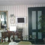 Flat screen TV, DVD player, Coffee machine, small fridge, etc etc...