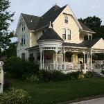 Anna V's Bed and Breakfast resmi