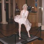  Marilyn Monroe Statue in Lobby