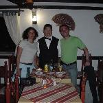  En el comedor, junto a Luis