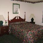Guest Room - 1 Queen Bed
