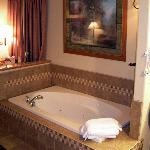  King Suite Tub