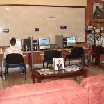  hall de entrada y sala de internet