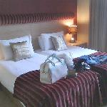 the room (2 beds for a single traveller? i dont think so!)