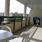  Large Balcony (1 Bed Apartment)