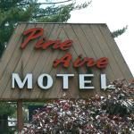Pine Aire Motel and Suites resmi