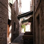 Alley way to accom.