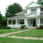 Chaska House Bed and Breakfast resmi