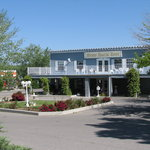  Front of motel, nice flower borders, back from the road