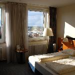 Holiday Inn Berlin Mitte resmi