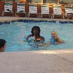  Patric &amp; Daniella at the pool