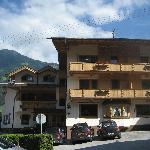 Hotel Alpina a 2) min walk from Hippach