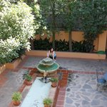  Una de las fuentes de los patios.