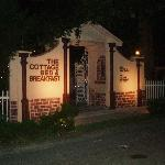 Foto de The Cottage Bed and Breakfast