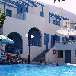 Photo de Roussos Beach Hotel