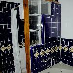  Guadalupe Inn-Nice tiled tub and shower