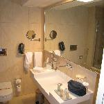 nice bathroom although not that much shelf space.
