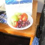  fruit in room on arrival